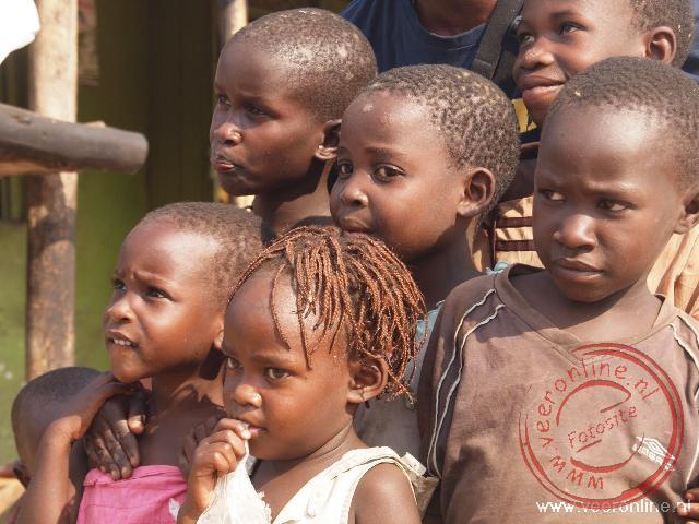 Kinderen in het dorpje Kazinga in het Queen Elisabeth NP