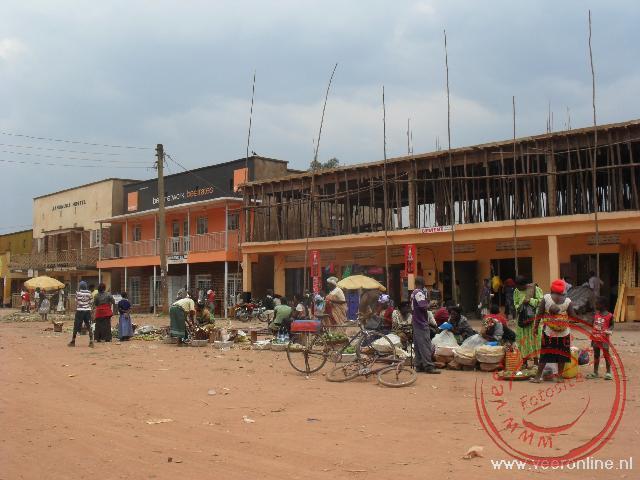De kleine markt in het centrum van Kabale in het uiterste zuiden van Uganda