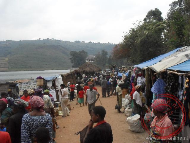 Een lokale markt aan de oever van het  Lake Bunyonyi