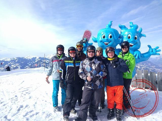 Op de foto met de mascotte van Alpendorf