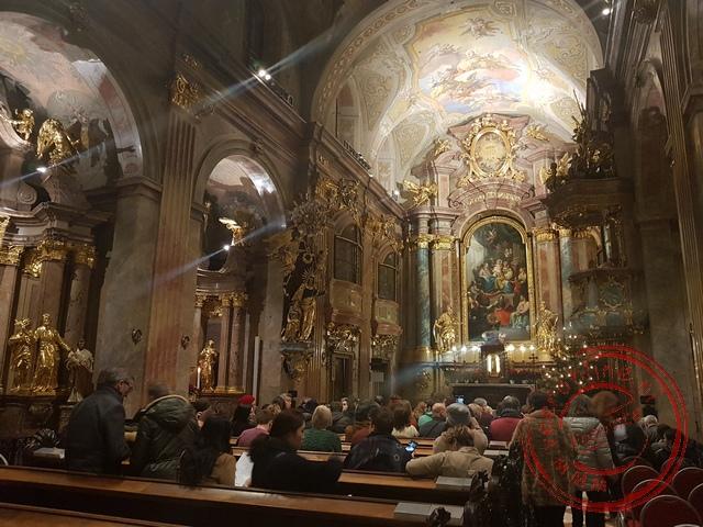 Een klassiek concert in de barokke kerk