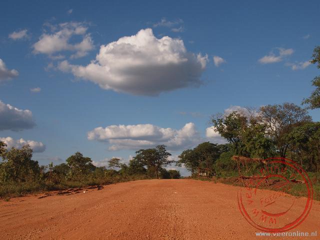 De laatste 60 kilometer naar Livingstone gaan over omleidingsroutes over zandwegen. Dit betekent stuiteren en hobbelen