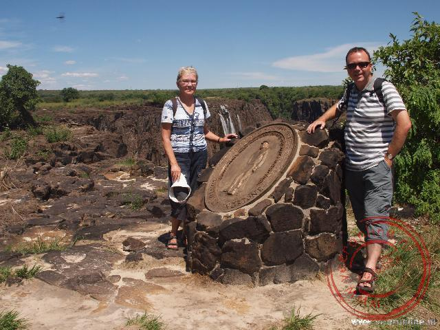 Een plaquette op Livingstone eiland ter ere dat David Livingstone in 1855 de Victoria Falls gevonden heeft.