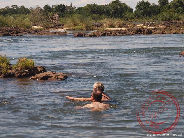 Vanaf Livingstone Island kun je zwemmend naar de Main Falls