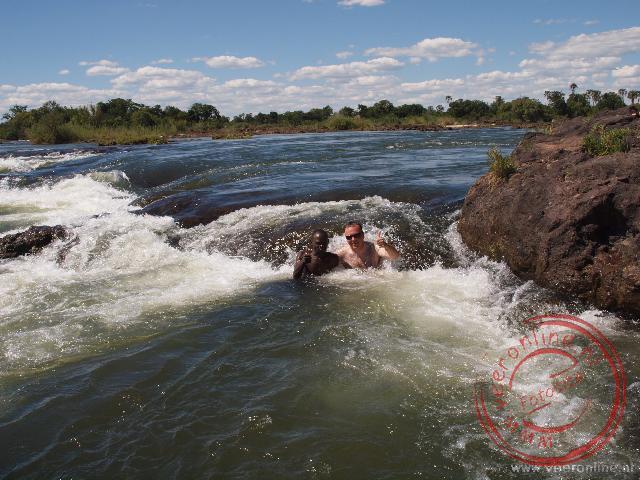 Baden in de stroming van de Zambezi rivier