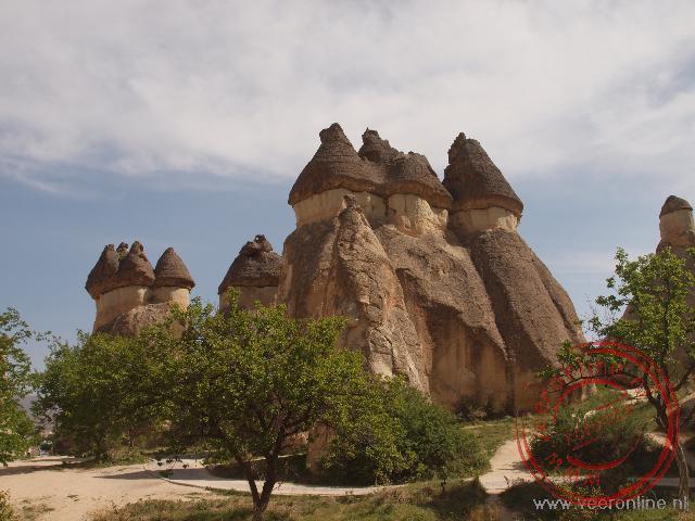 De champignons mountains ontstaan door de erosie op de verschillende steenlagen