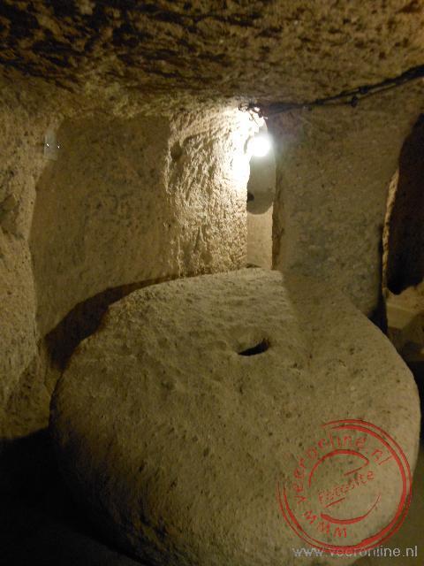 Een zware steen diende als toegangsdeur in de Kaymakil ondergrondse stad