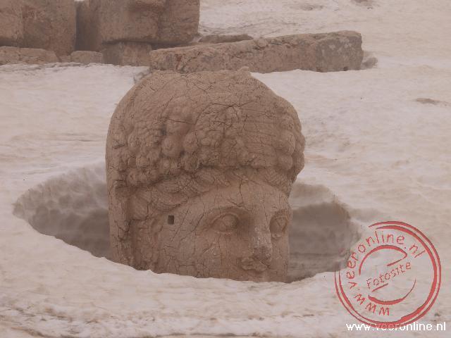 De afbeeldingen van goden in de sneeuw op de berg Nemrut Dagi