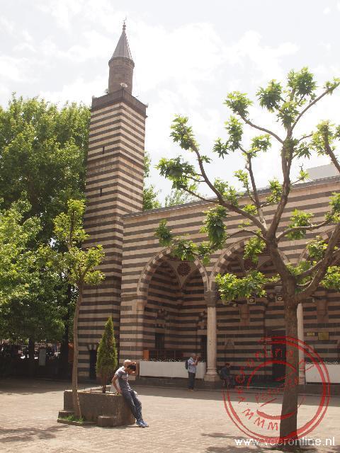 De Nebi Camii moskee is opgebouwd uit dubbele steenlagen. Dit is kenmerkend voor Diyarkabir