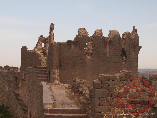 De gerestaureerde stadsmuur van Diyarkabir