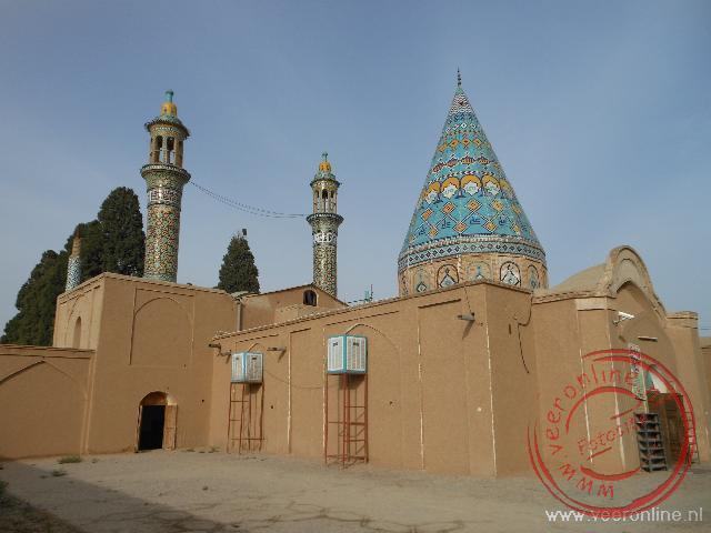 Een klein mausoleum in de buitenwijken van Kashan