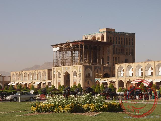 Het Ali Qapu paleis aan het Naqsh-e Jahan of Iman Square