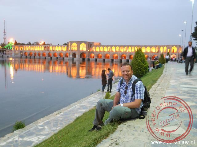 De Khaju bridge over de Zayandeh rivier in Esfahan