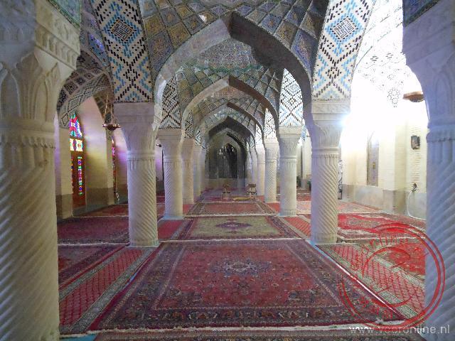Het interieur van de Nasir-ol-Molk moskee in Shiraz