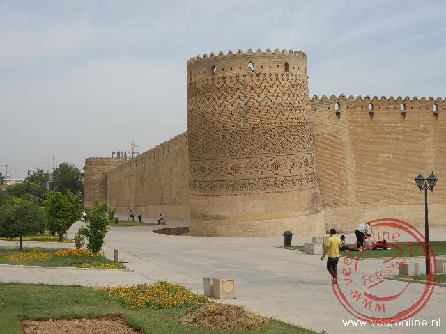 De citadel van Shiraz, de Arg-e Karim Khan met de scheve hoektoren