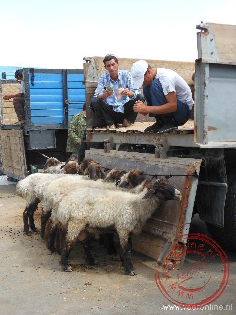 De zondagsmarkt van Ashgabat