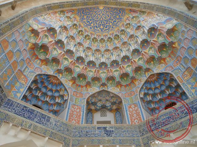 De koepel van de madrassa aan het Lyabi Hauz plein