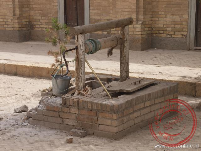 Een oude waterput in de moskee in Bukhara