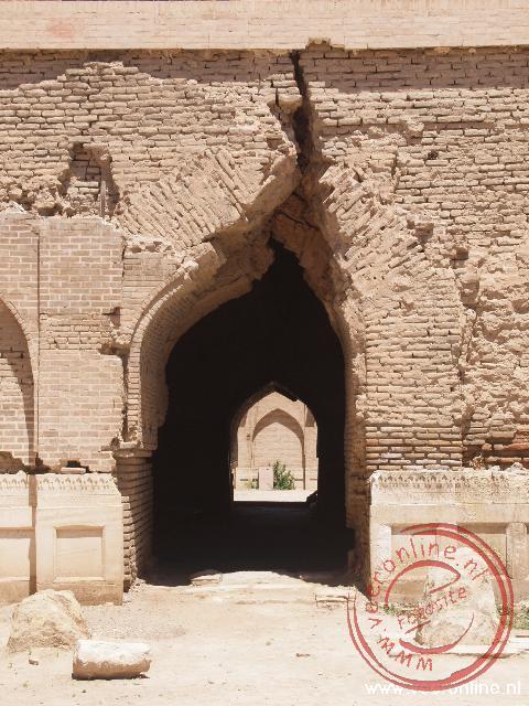 Grote scheuren in de tombe van Bibi Khan