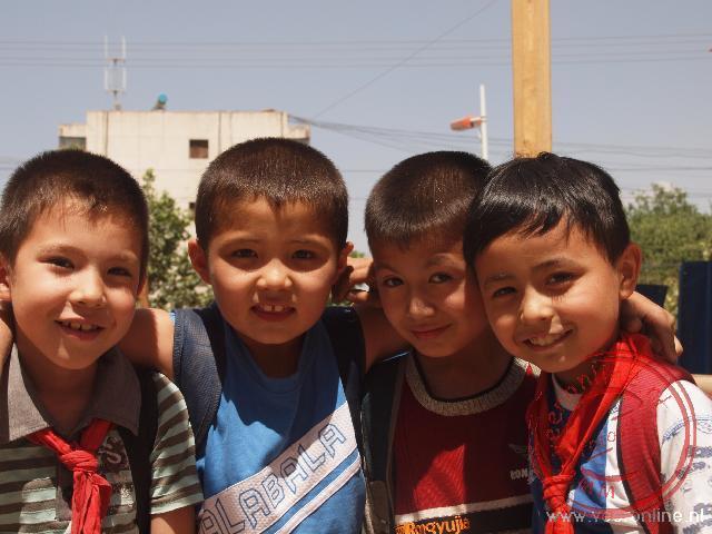Enkele schoolkinderen in Kashgar