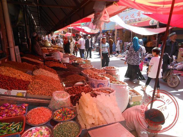 Op de bazaar van Kashgar is van alles te koop