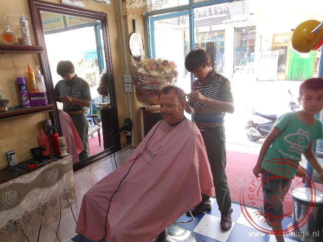 Naar de kapper in Kashgar China