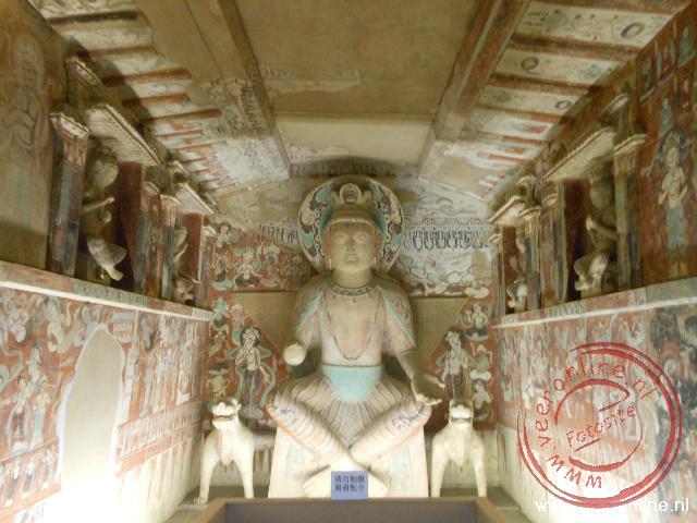 Een van de Boeddhistische grotten van Mogao