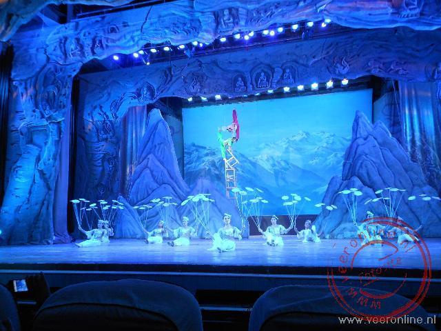 Een Chinese acrobatiek show in Dunhuang