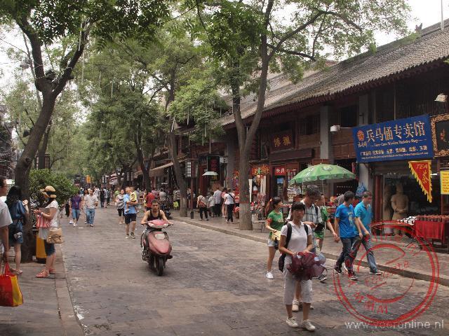 Het levendige straatbeeld in de moslimwijk in Xian