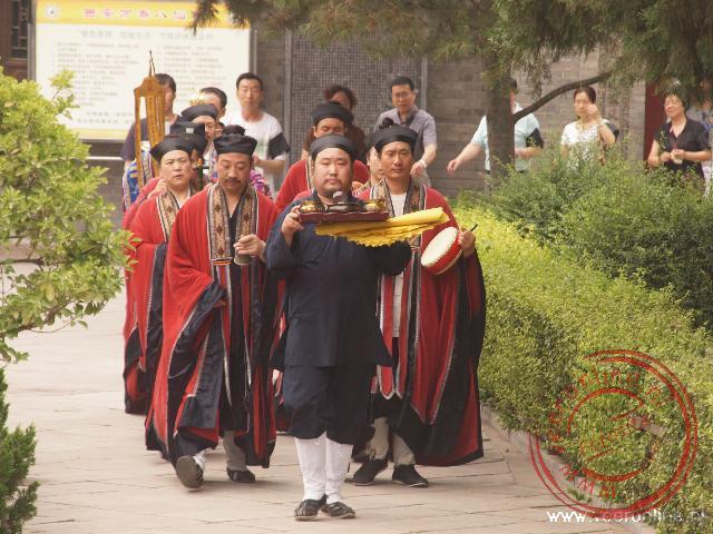Een gebedsceremonie in de Tempel van de acht onsterfelijken in Xian