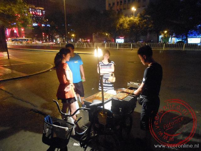 Het eten wordt 's avonds op straat bereid in Xian