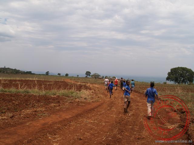 Kinderen wandelen van school naar huis
