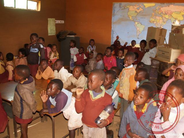 De kinderen zingen een liedje speciaal voor ons