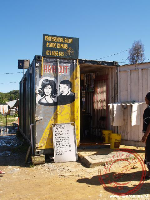 Een kapper in de Township Knysna