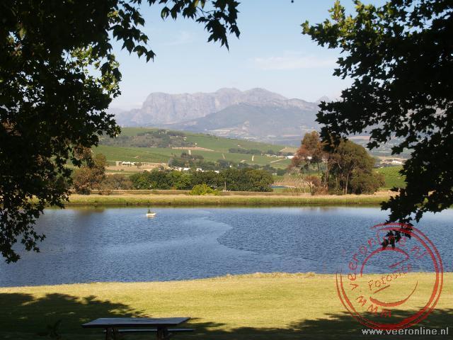 Uitzicht vanaf de wijnboerderij in Stellenbosch