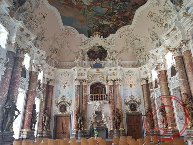 De fraaie Kaisersaal in het klooster van Ottobeuren