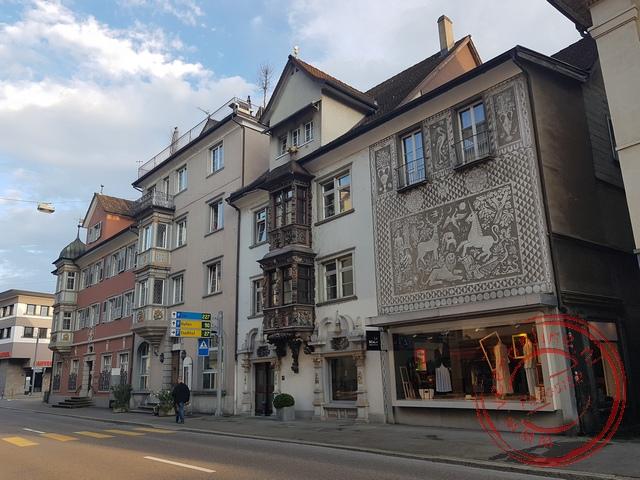 De gedecoreerde huizen en winkels in Rorschach