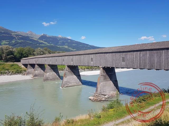 De oude houten brug over de Rijn