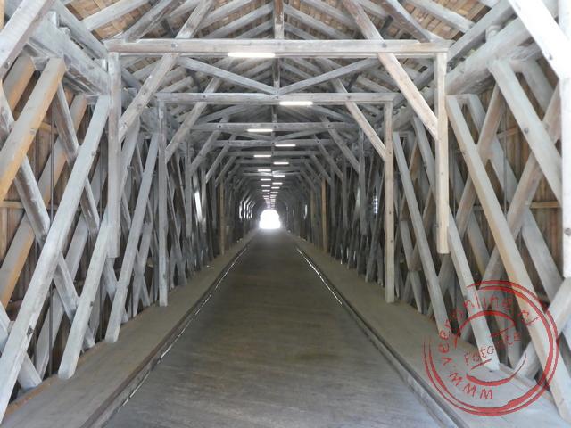 De brug vormt de grens tussen Liechtenstein en Zwitserland