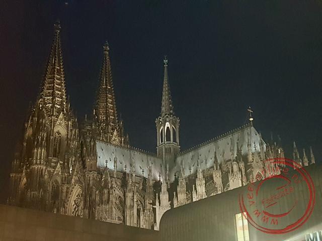 De verlichte Dom van Keulen