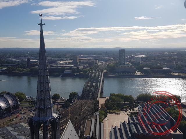 Uitzicht op de spoorbrug vanuit de toren van Dom